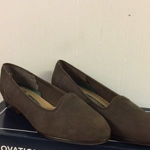 Easy Spirit Suede Leather Low Heel Shoes sz 7