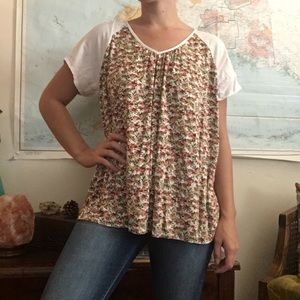 Pleione Floral Top With White Sleeves