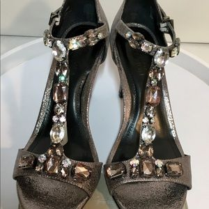 """BEAUTIFUL """"KennethCole"""" T strap heels size 7 1/2"""