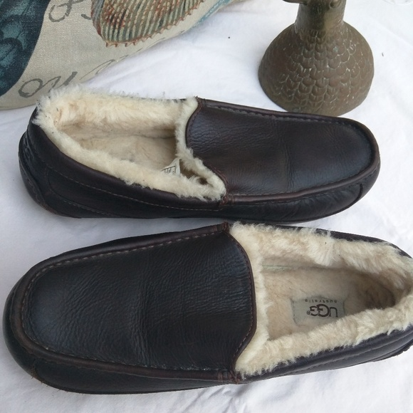 c3d2b886dad UGG Men s Ascot Leather Slippers. M 59e00e60b4188e0f9e003abf