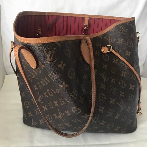 b8c5efb10d9c Louis Vuitton Handbags - Louis Vuitton Monogram Neverfull MM
