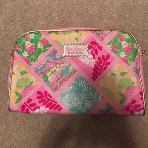 Lilly Pulitzer and Estée Lauder make up bag