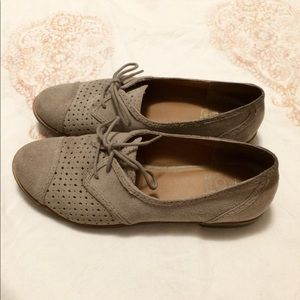 DV Dolce Vita Perforated Suede Oxfords Size 7.5