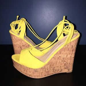 "Sale - 5"" Brand New wedges Shoe Dazzle. NEW!!"