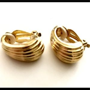 Vintage Jewelry - Vintage Gold Tone Shell Earrings