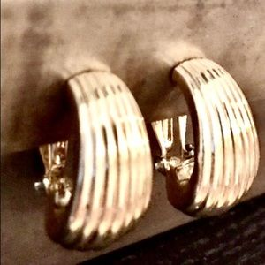 Vintage Gold Tone Shell Earrings