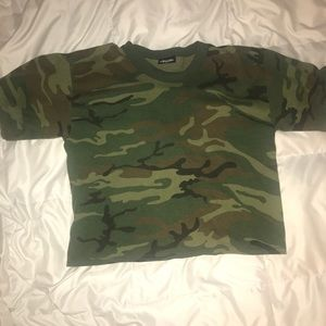Tops - Vintage camo cropped tee