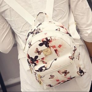 Handbags - 🎉HP 11/10 🎉 Mini Backpack 🎒 💕Restocking