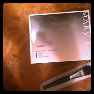 Mary Kay compact with liquid foundation brush