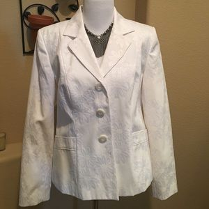 White texturized blazer