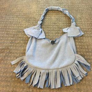 Messenger bag with fringes