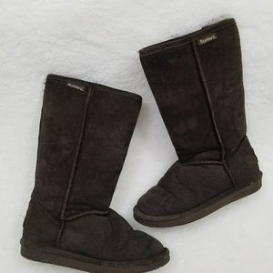 Shoes - Bearpaw dark brown lined boots in size6