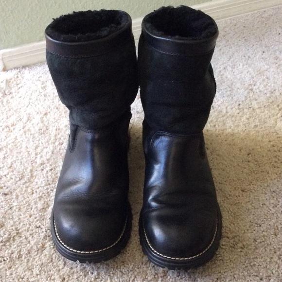 e7e578ef9ca UGG Brooks Black Sheepskin leather boots. Size 8.