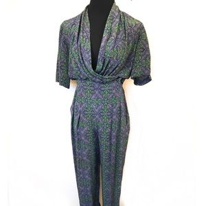 Gorgeous high waisted 2 piece 100% silk pants suit