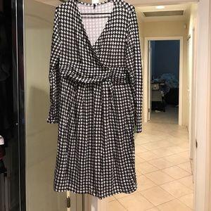 Dresses & Skirts - XL maternity dress black n white long sleeve
