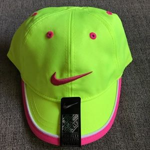 NWT Nike toddler baseball hat in neon yellow