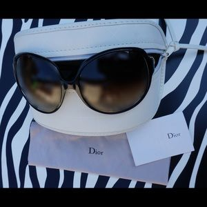 Dior round Sunglasses, Black