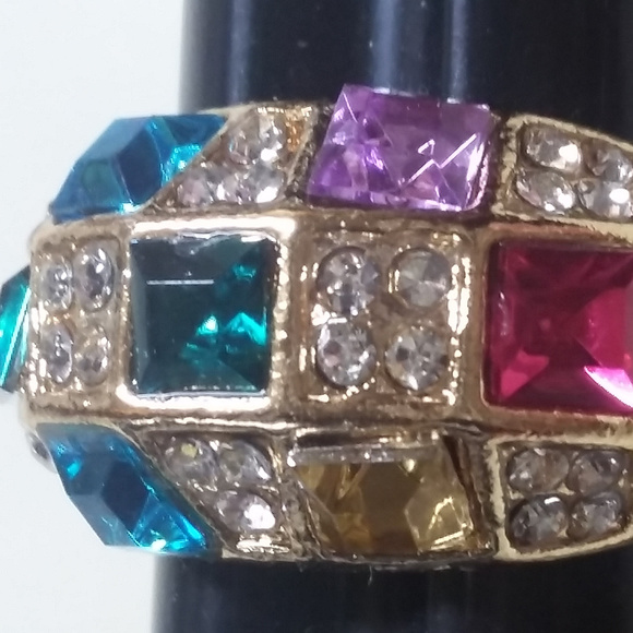 Jewelry - NWT's Goldtone Multi-Color Stone Ring Size 7