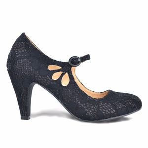 Chase & Chloe Kimmy-21 Black Lace Vintage Pumps