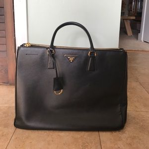 Black Prada Galleria Medium Saffiano Tote Bag
