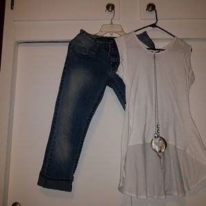 Other - Capris and Top with Necklace