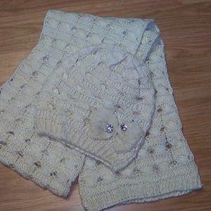 Apt. 9 scarf and beanie set