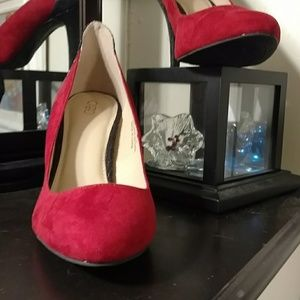 "Awesome 4"" heel, red pumps"