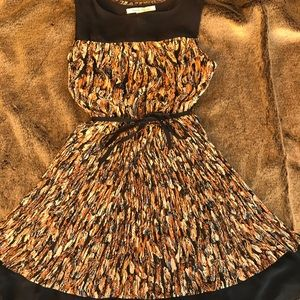 Multi color sleeveless dress with feather print