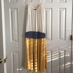 Dress / White/Grey/Yellow colors