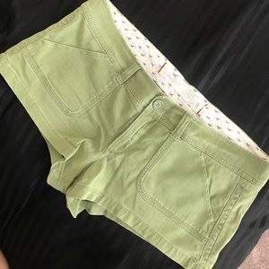 GREEN SHORT SHORTS BY HOLLISTER CO.