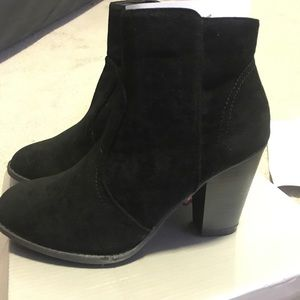 Shoes - BRAND NEW adorable black booties!!!