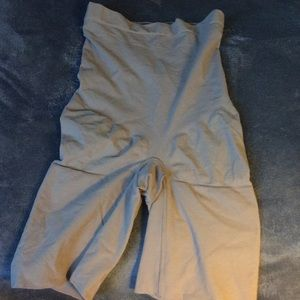 SPANX high waisted mid thigh shorts size M NWOT