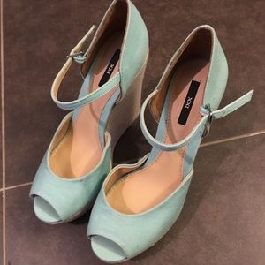 Forever 21 XXI mint color wedges.