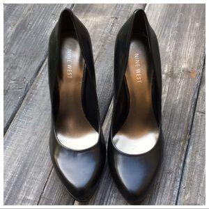 Nine West Black Leather Platform Heels. SZ 7