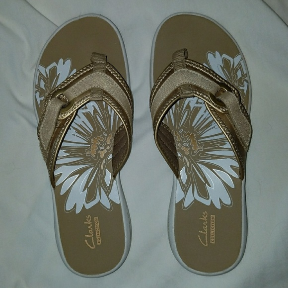 0a60fa2e24bfa6 Gold Clark s Women s Breeze Mila Sandals Size 8