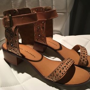 NEW!  CHINESE LAUNDRY Sandals.