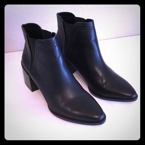 LIKE NEW Dolce Vita Chelsea Ankle Boots