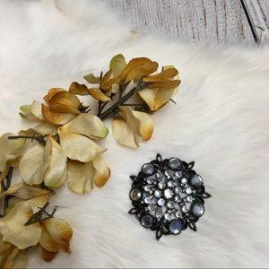 Jewelry - 5/$25 Circular Rhinestone Brooch