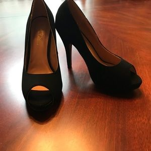 Journee Collection Black Heel