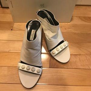 Balenciaga white heels with grommets Sz. 38.5