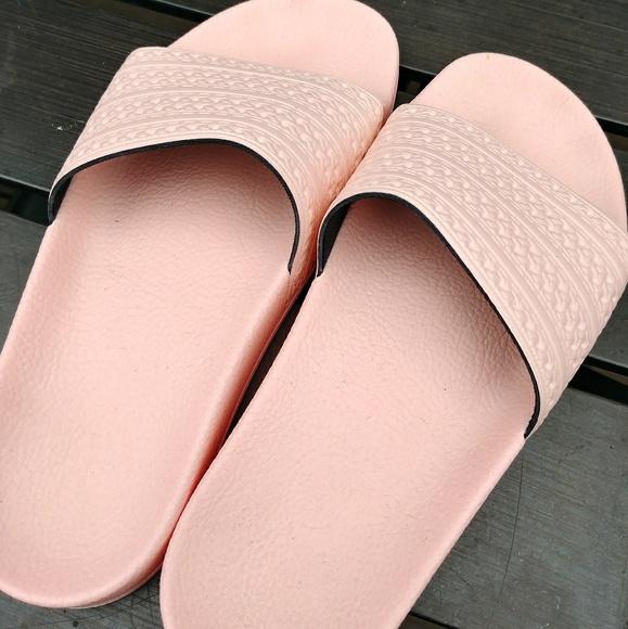 Le adidas adilette slide sandalo unisex dimensioni 5 poshmark
