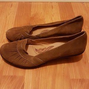 Brown suede Softt  office heels