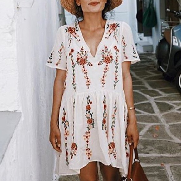 53c45735 Zara floral embroidered dress medium white. M_59e246cd6d64bc052e01dbf4