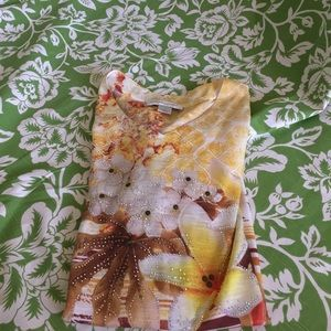 NWOT yellow floral T size M fast Shipper