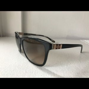 Like new! Tory Burch sunglasses