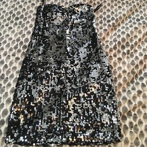 Dresses & Skirts - Strapless silver and black sequin dress