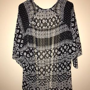Express- Black and White Patterned Kimono