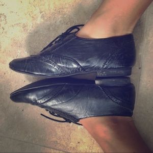 Shoes - Adorable urban outfitters oxfords