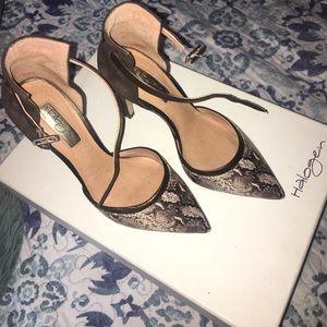 Snakeskin print Pointy toe heels. Like new