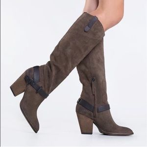 Dolce Vita suede boots -NWOB- size 8